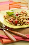 Spaghetti mit Tomaten und Basilikum