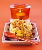 Apple and raisin crumble