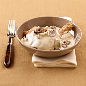 Chicken and morels in yellow wine creamy sauce