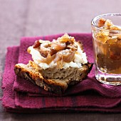 Goat's cheese on bread with shallot chutney