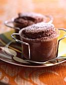 Bitterschokolade-Soufflé gezuckert