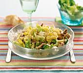 Salat mit marinierten Hähnchenstreifen und Feta