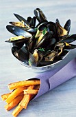 Mussels with coconut milk and sweet potato chips (topic: mussels)
