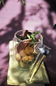 Melonenbällchen mit geräucherter Entenbrust, im Glas serviert