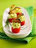 Gefüllte Kirschtomaten mit grüner Mayonnaise und Miesmuscheln