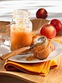 Brotschnitte mit Apfelkompott