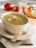 Leek soup with apples