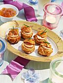 Lauwarme Windbeutel mit Foie Gras und Aprikosenmarmelade