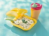 Reis mit Zucchini und geriebenem Käse