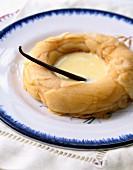 An apple and vanilla wreath with vanilla sauce