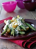 Asparagus with dill cream