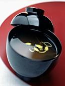Misosuppe mit Wakame-Algen