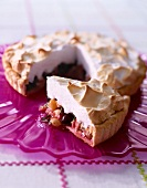Fruit meringue pie
