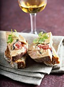 Foie gras with figs on toast