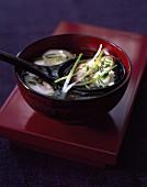 Bouillon mit Shiitake-Ravioli