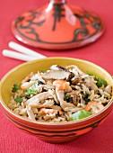 Gebratener Reis mit Ingwer, Garnelen und Pilzen