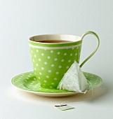 Tasse Tee mit Teebeutel