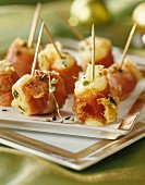 Chicken canapés with ham