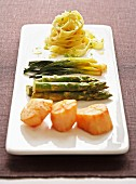 Tagliatelles with scallops and asparagus