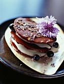 Schichttörtchen mit Lavendel-Schokotaler