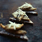 Crispy mackerel canapés with apple