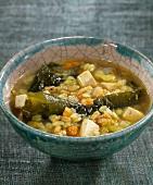 Suppe mit Zuckertang, Dinkel und Tofu
