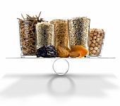 Ballaststoffreiche Lebensmittel auf der Waage