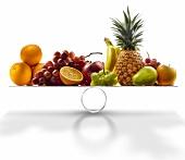 Frisches Obst auf der Waage