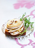 Belegtes Brot mit Rocamadour-Käse