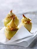 Small onions stuffed with bulghour and raisins