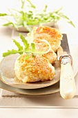 Scallops breaded with crushed almonds and rosemary