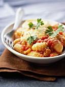 Gnocchis in tomato sauce with raisins
