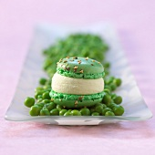 Pea-flavored savoury macaroon