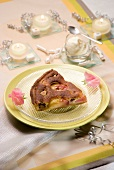 Tarte Amandine (Mandeltarte, Frankreich) mit Pfirsichen und Feigen