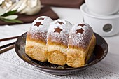 Brioche coated with icing sugar