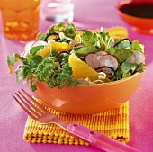 Frühlingssalat mit Algen, Radieschen und Orangen