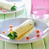 Käseröllchen mit grünen Bohnen