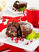 Schokoladen-Birnen-Küchlein mit flüssigem Kern