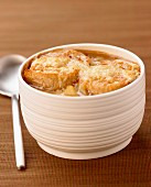 Gratinée à l'oignon ,traditional french onion soup