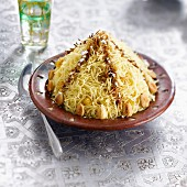 Vermicellis with almonds and cinnamon