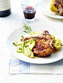 Schweinekotelett mit Honig und Thymian, dazu Zucchini und Kartoffelspiess vom Grill