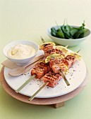 Salmon brochettes with lemon and herbs, spinach salmon