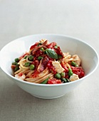Spaghetti with peas,tomatoes ,streaky bacon,mozzarella and basil