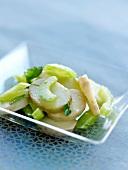 Roseval-Kartoffelsalat mit Petersilie und Stangensellerie