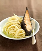 Piece of salmon in poppyseed crust and spaghettis with coriander juice