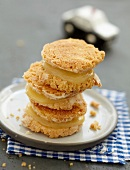 Macaroon-style biscuits with lemon curd