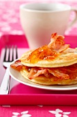 Pancakes with orange marmelade and grilled streaky bacon