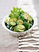 Zucchinisalat mit Petersilie
