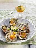 Austern mit Zitrusfrucht-Vinaigrette und Granatapfelkernen