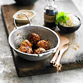 Chicken balls with sesame seeds